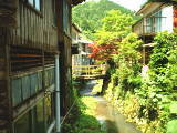 高城温泉を流れる湯田川