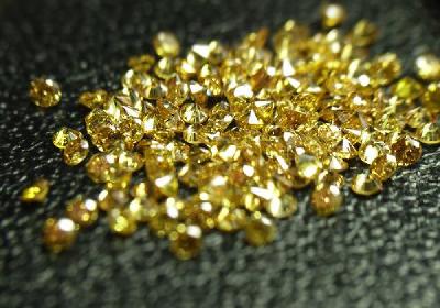 リング内側へ天然ゴールドダイヤモンドをお留めしてプレゼント