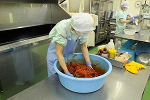 キムチの調理作業