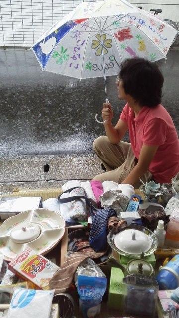 雨でも頑張るガレージセール2014夏